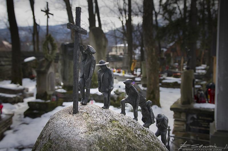Zakopane. Cmentarz stary na Pęksowym Brzyzku. Niewielka nekropolia cechująca się nieprawdopodobnym klimatem. Od lat składane są tu ludzie, którzy swoje życie poświęcili dla Zakopanemu, Tatrom i Polsce.